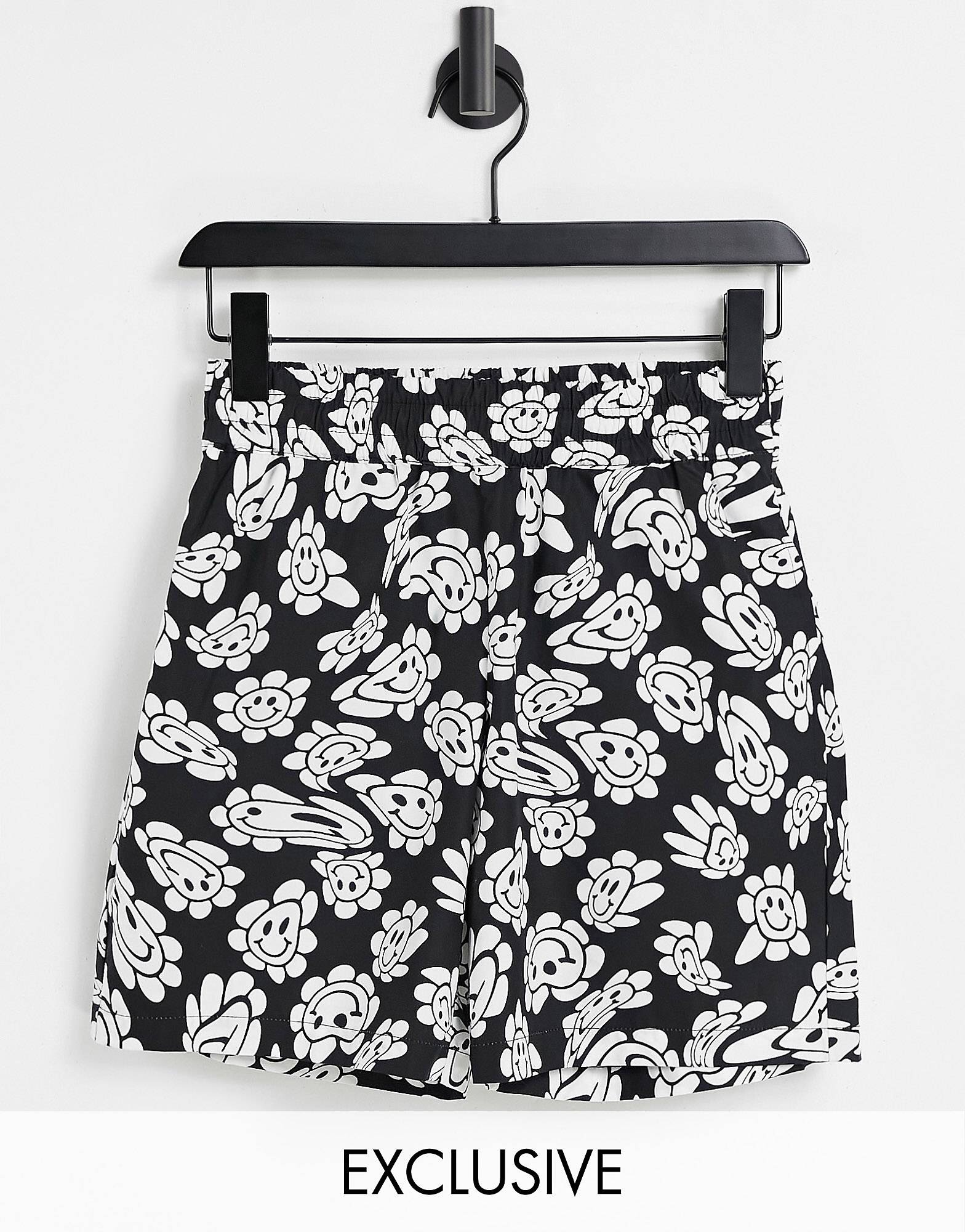 COLLUSION Unisex short with warped print co ord